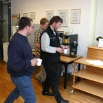 Szene 7: Kaffeestassen zurückgeben