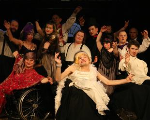 Bei Ramba Zamba machen Menschen mit Behinderung zusammen mit Menschen ohne Behinderung Theater