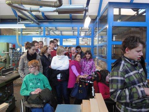Besonders groß ist die Holzwerkstatt im Paul-Spiegel-Berufskolleg