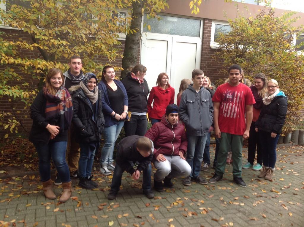 11 Schülerinnen und Schüler des Paul-Spiegel-Berufskollegs haben an 5 Montagen die Schüler der Heinrich-Tellen-Schule besucht.