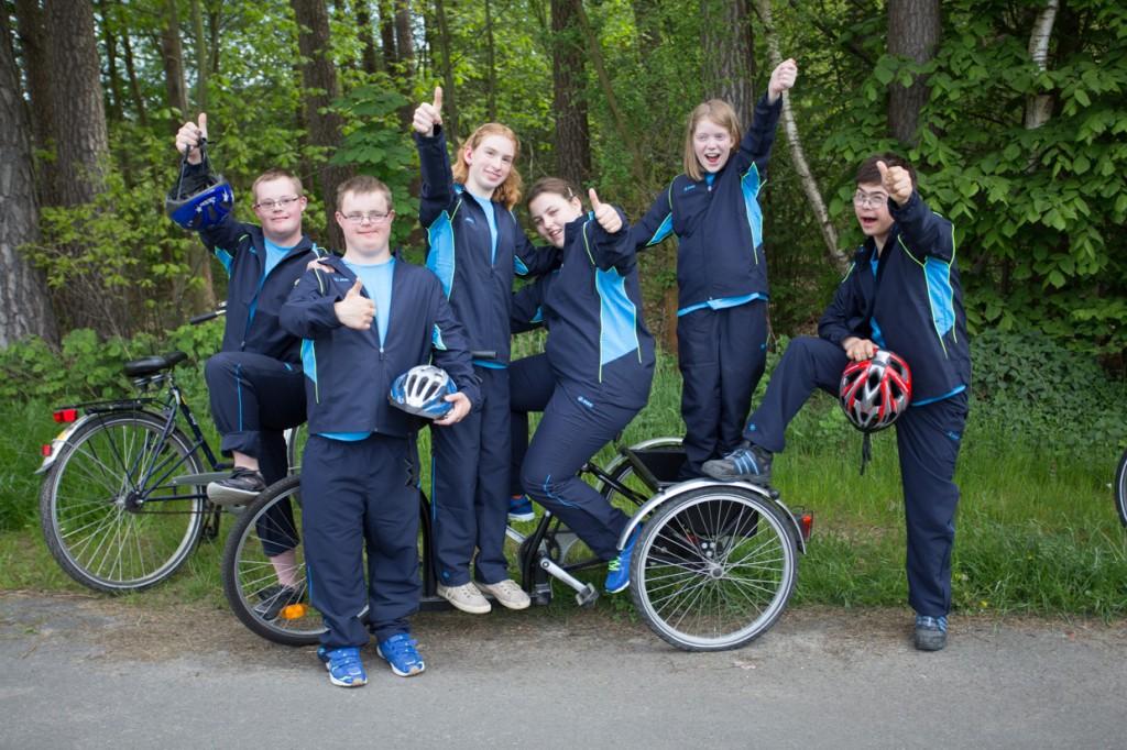 So sehen Sieger aus. Thomas, Jannik, Lena, Michelle und Lena haben es geschafft. Sie gehören zur Warendorfer Delegation für die Special Olympics.
