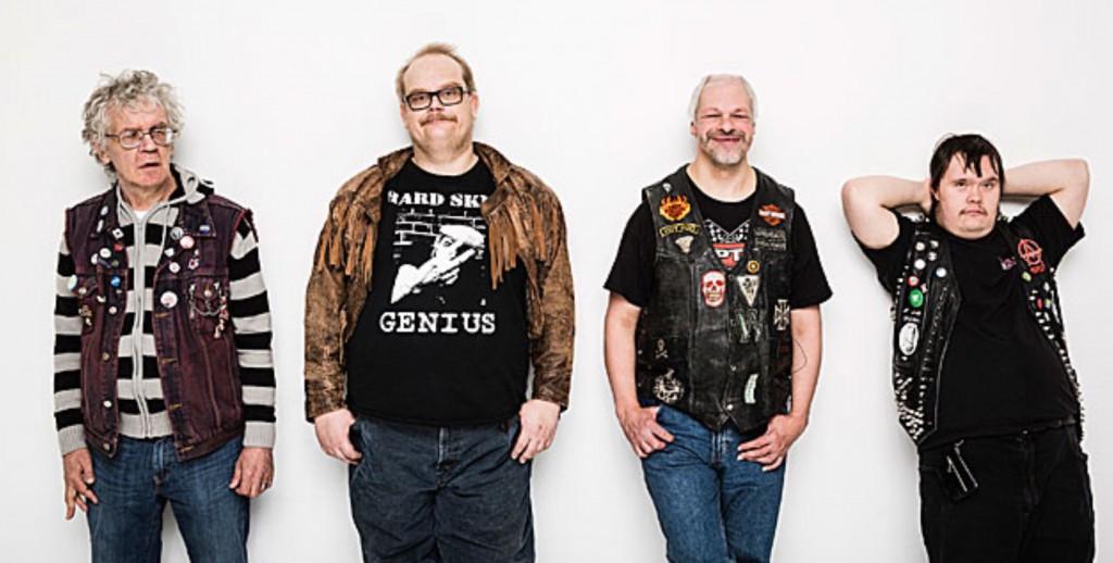 """Die finnische Punkband """"Pertti Kurikan Nimipäivät"""" will zum Eurovision Song Contest. Alle Bandmitglieder sind geistig behindert. Drei Musiker haben das Downsyndrom. Ein Musiker ist Autist."""